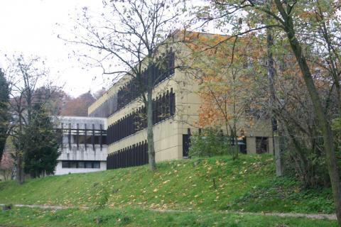 A Komlói Járásbíróság és a Komlói Járási Ügyészség épülete