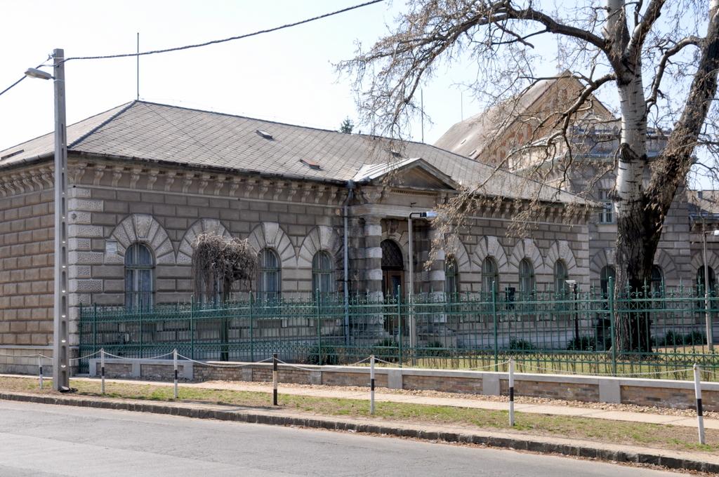 Budapesti_Fegyh%C3%A1z_%C3%A9s_B%C3%B6rt%C3%B6n_02.jpg